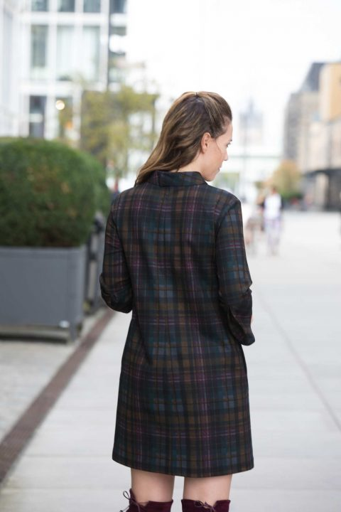 AMCO Fashion by Annett Möller | AMCO LILLY DRESS | Classy Winter Black | Schwarz | Stretchkleid in A-Linie | Karomuster | Stehkragen | Volant am Ärmel