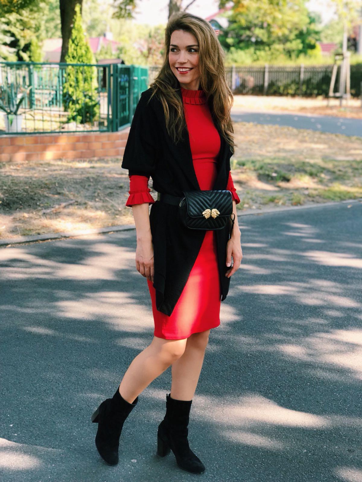 AMCO Fashion by Annett Möller | City Goddess | Kleid mit raffiniertem Kragen | Rot | Kleid mit seitlichem Band zum Binden